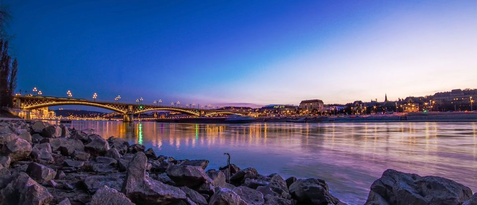 Have the best Budapest Pub Crawl tour with our local guides.